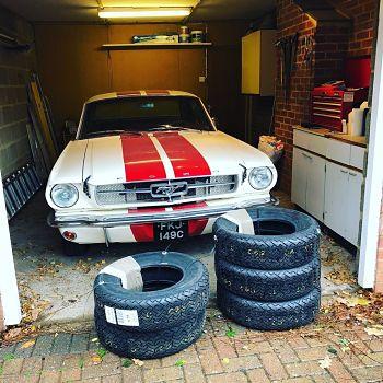 Pirelli-Mustang